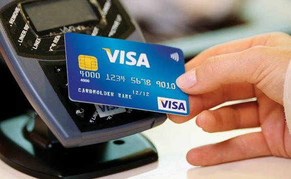 Cà thẻ VISA để thanh toán thay vì trả tiền mặt!